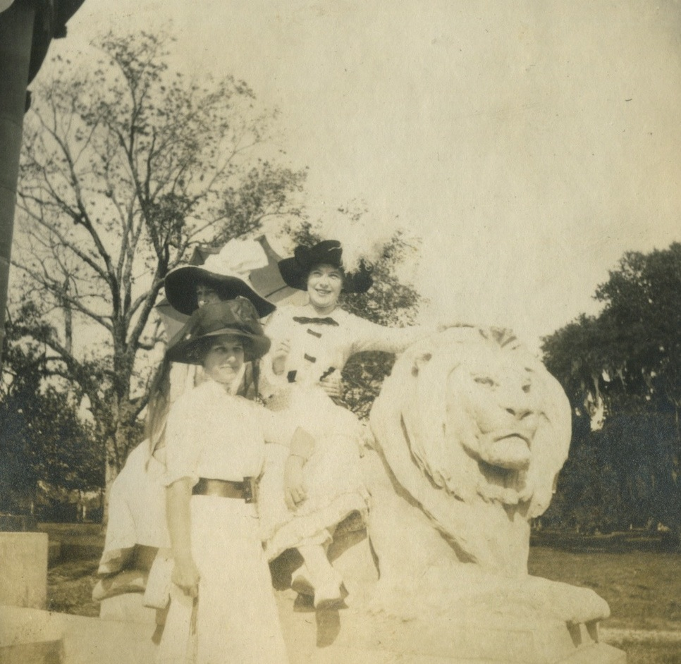 Morano Sisters at the Peristyle, 1912