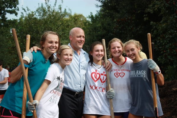 Volunteers with Mayor of New Orleans, Mitch Landrieu